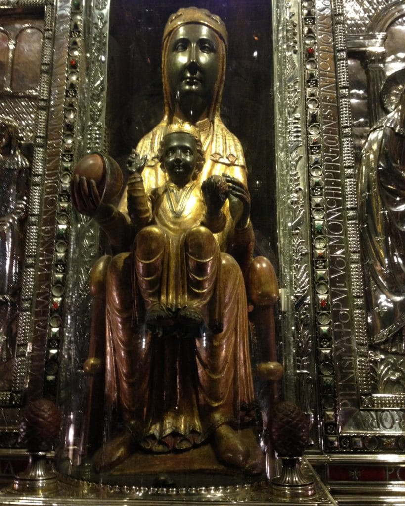 virgen de Montserrat patrona de las embarazadas